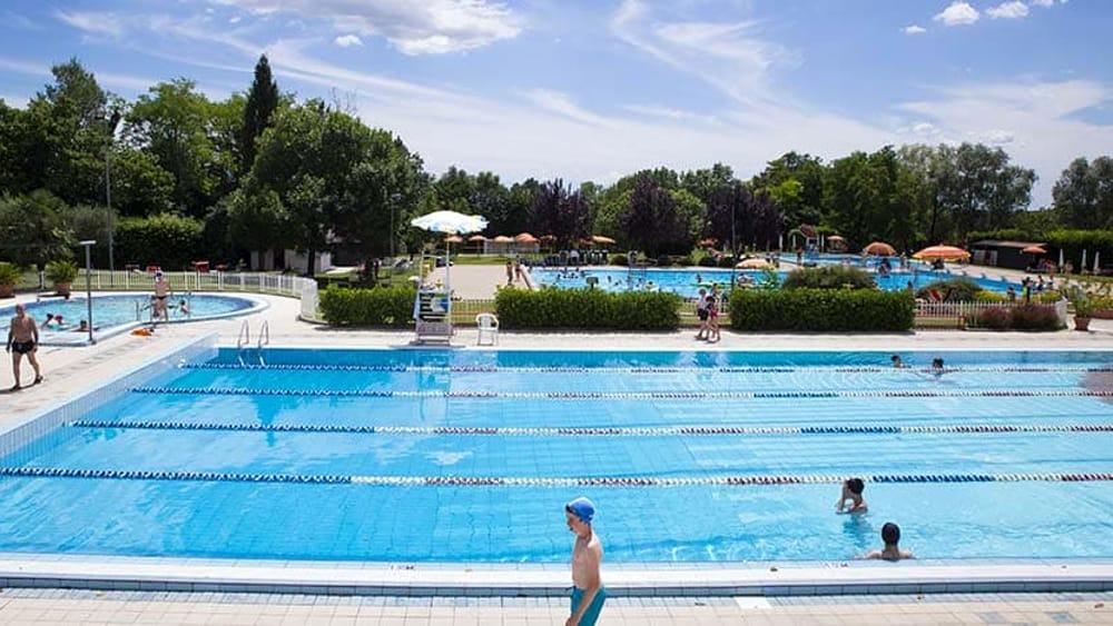 Ferragosto sfortunato per una coppia di fidanzatini for Conca verde piscine