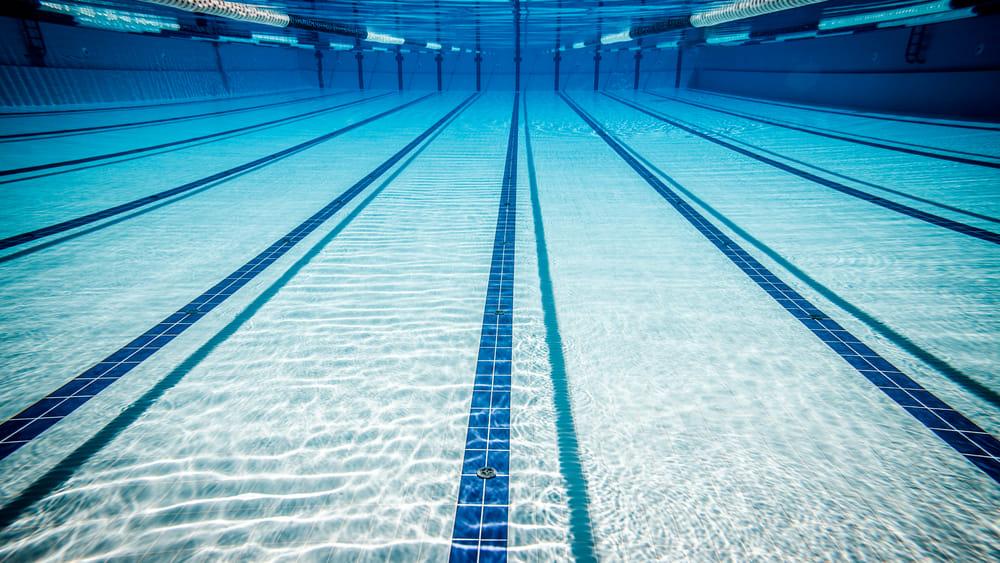 Scambio di foto hot con la nuotatrice 15enne allenatore 40enne denunciato - Piscina quinto di treviso ...