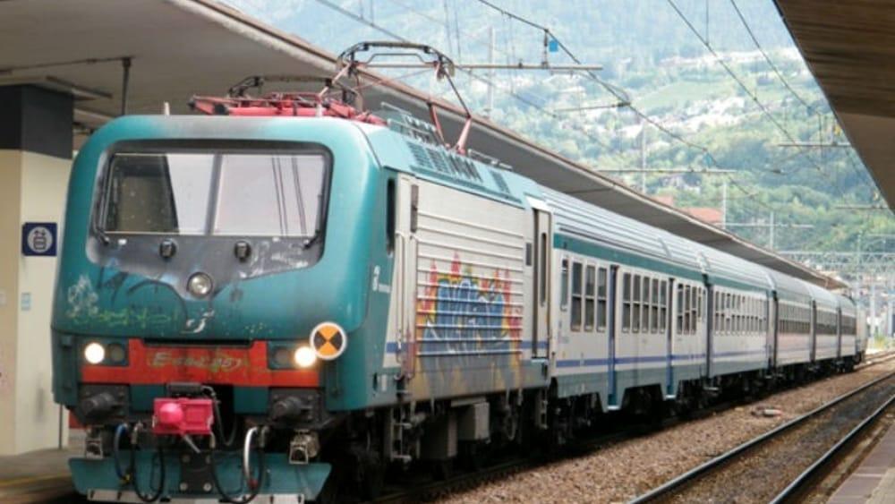 Passeggia sui binari, traffico ferroviario interrotto tra Treviso e Conegliano - TrevisoToday